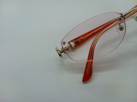 グッチのフレームにオリジナルデザイン、片隅にダイヤを入れてグレードアップ